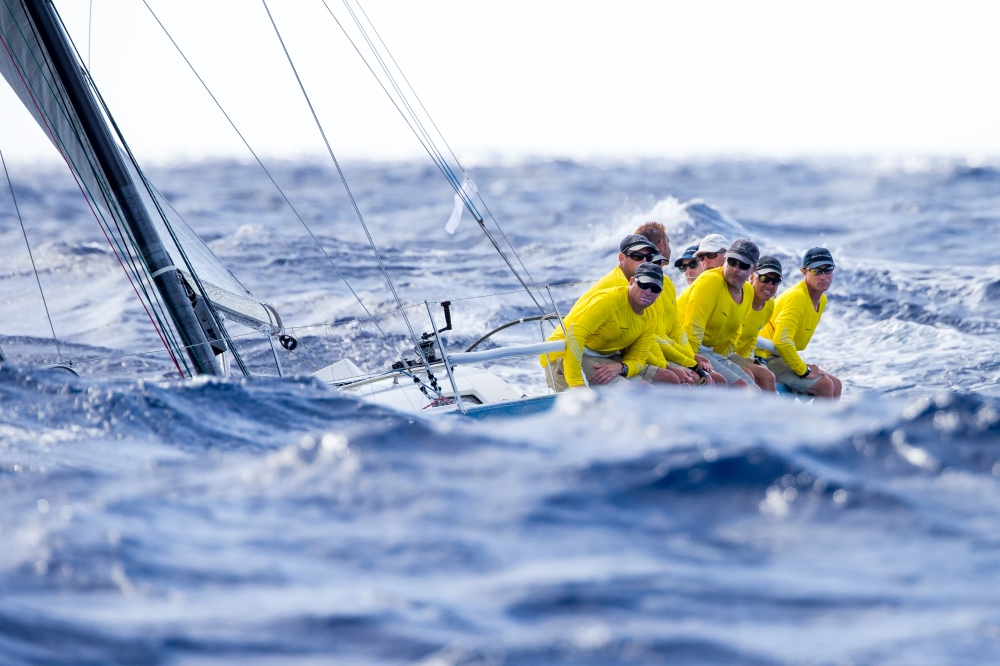 vstbarth2014-srm-upwind-crew-below-wave-line